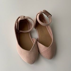 Old Navy light pink pointed ballet flats.